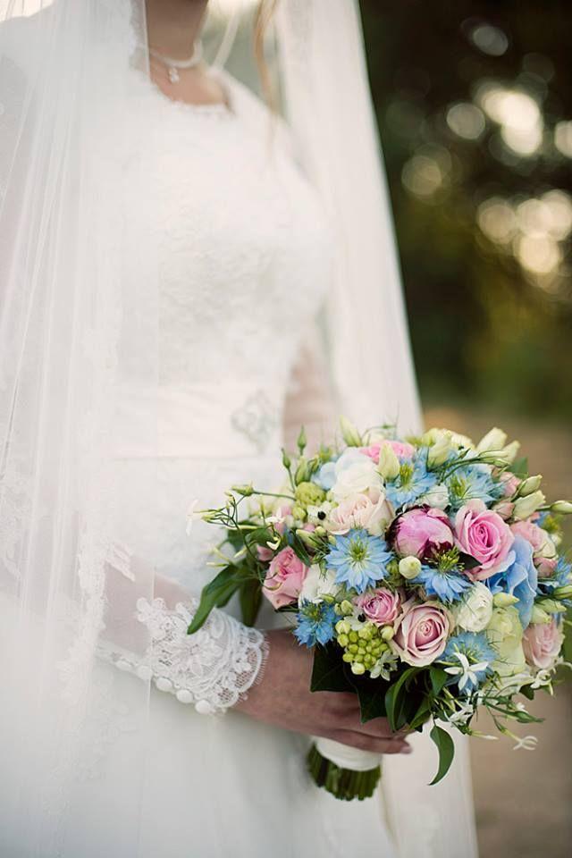 Zomers bruidsboeket in prachtige pasteltinten www.fleurengeur.nl