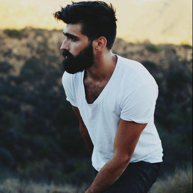 Joel Alexander je pětadvacetiletý americký model z Nashvillu, který si pro sebe vysnil kariéru v hudebním průmyslu a s jeho kytarou, kterou nazývá svou...