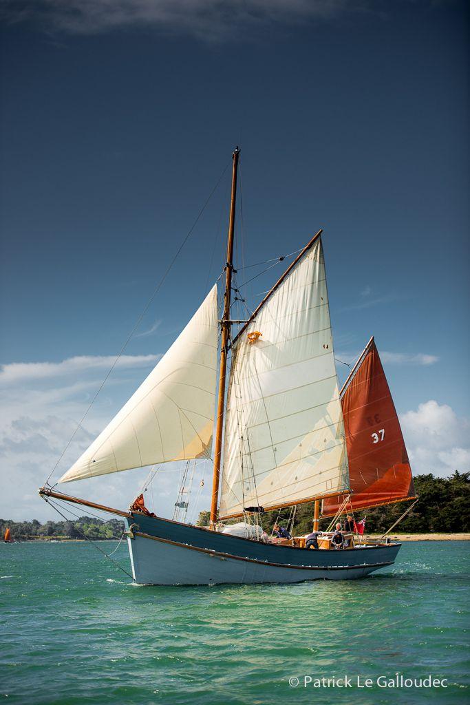 Ancien voiler de travail, navire utilisé à la pêche. Golfe du Morbihan, Bretagne.