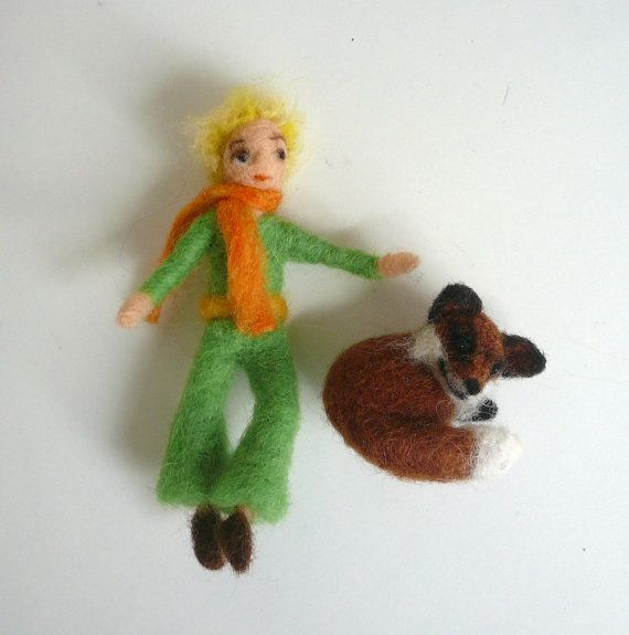 Little prince and his fox friend. (Needlefelted)