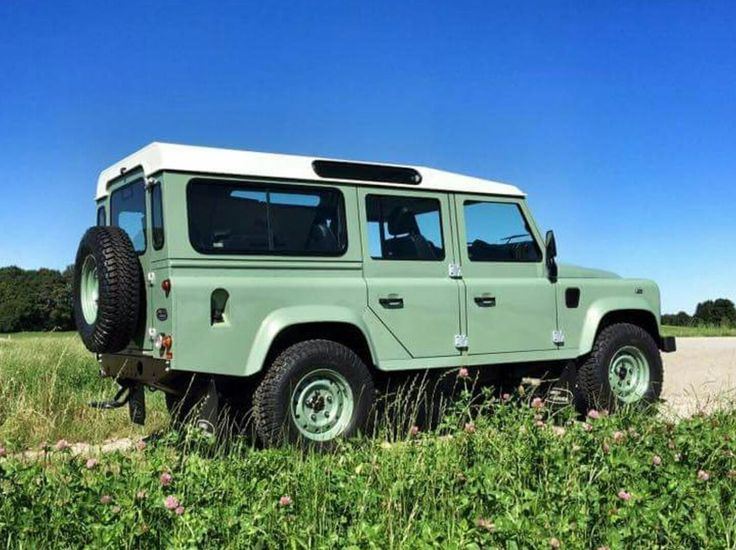 Defender 110 in one of the best colour combination