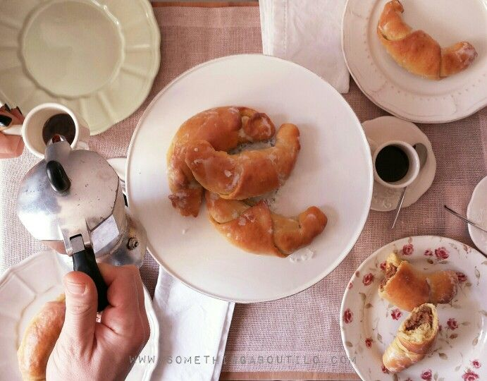 For a perfect breakfast!    http://somethingaboutilo.com/2015/02/cornetti-alla-nocciola-nussgipfel/