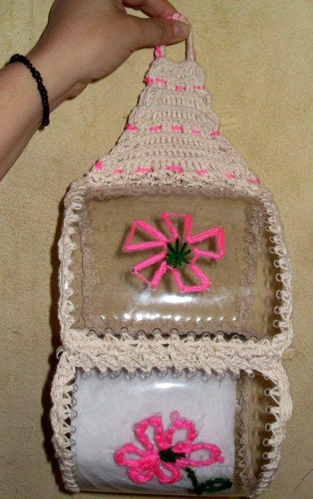 Manualidades con botellas de plastico porta papel for Ideas para decorar botellas