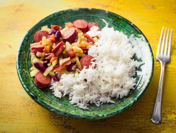 In dit stoofpotje gebruik je kidneybonen. Die zijn zo gezond dat de gezondheidsraad 2016 uitriep als het jaar van de boon! De runderworst die je in deze chili verwerkt, hebben we voorgekruid met kruiden als gember, kardemom en cayennepeper. Deze kruiden geven het gerecht een Mexicaanse twist.