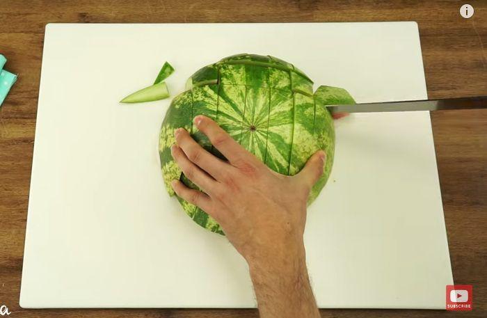 Så här skär du en vattenmelon snabbt och smidigt utan kladd – knepet du önskar att du alltid hade vetat