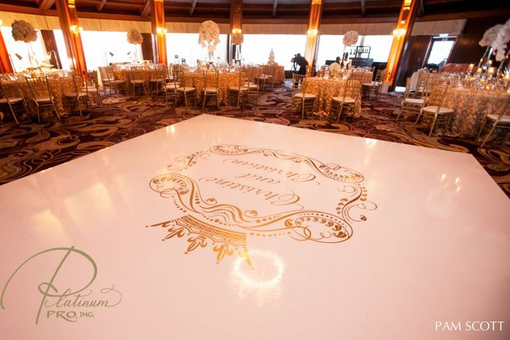 custom-seamless-white-and-gold-dance-floor-hotel-del-coronado-crown-weddings-platinum-pro-dance-floors-pam-scott-photo-beach-weddings