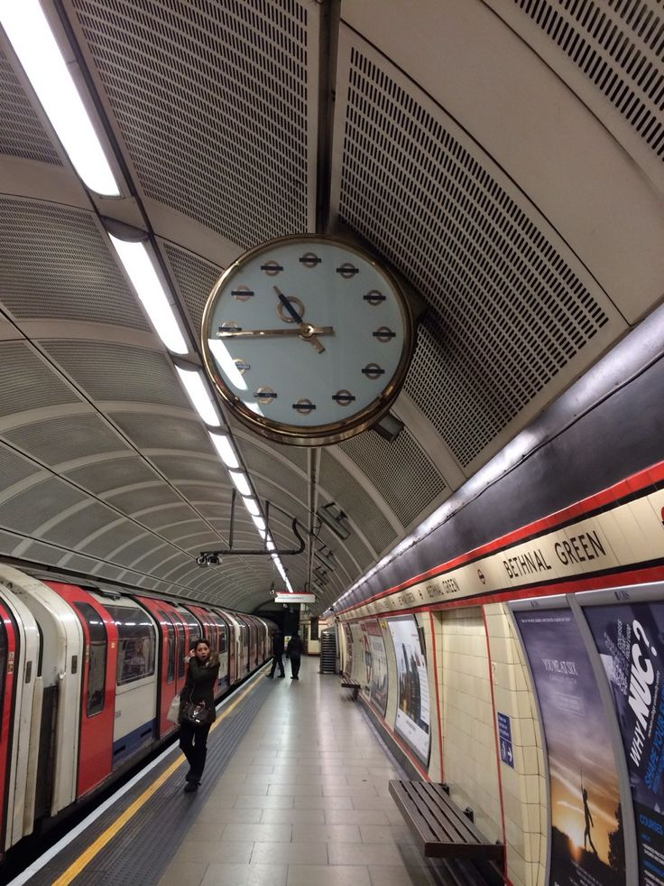 1000 images about london train and tube stations on pinterest piccadilly circus london. Black Bedroom Furniture Sets. Home Design Ideas