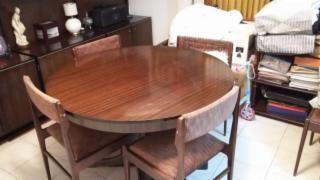 Ganga Mesa de Comedor y 4 sillas Tapizadas