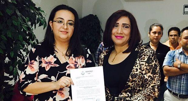 Nombran a Elizabeth Castillo oficial del registro Civil en Poza Rica - http://www.esnoticiaveracruz.com/nombran-a-elizabeth-castillo-oficial-del-registro-civil-en-poza-rica/