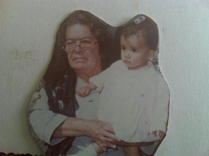 Mi abuelita Elvira y yo. Te amo abue donde quiera que estes...