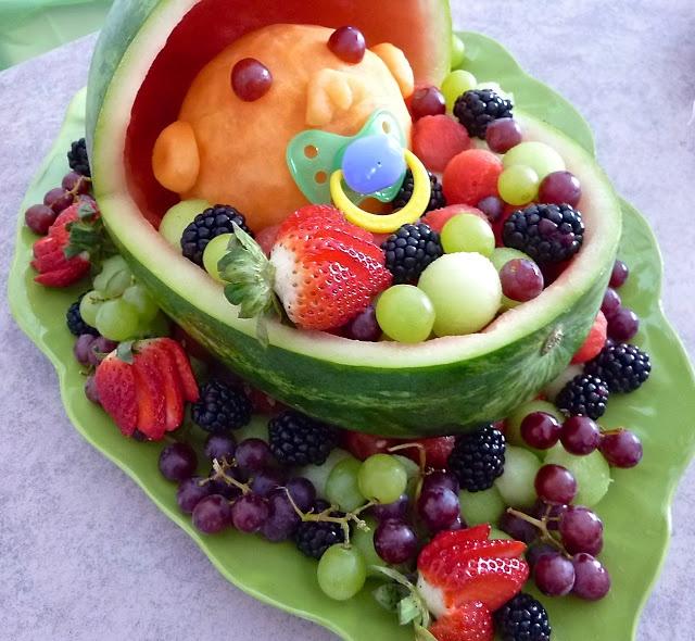 Berceau de fruits melon d'eau pour un shower de bébé ~ Look Inside My Closet
