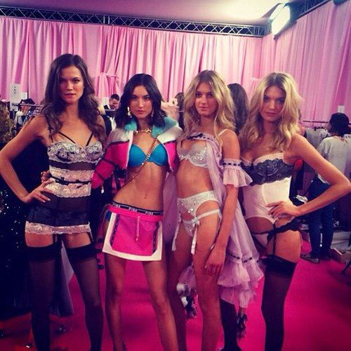 Image via We Heart It #backstage #beautiful #kasiastruss #models #personal #SigridAgren #Victoria'sSecret #jacquelynjablonski #vsfs #2014 #marthahunt