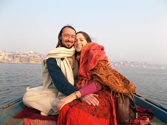 Workshop Kirtan Cirkel. Mantras zijn krachtige gebeden die hun oorsprong vinden in het oude Indië. Het woord 'mantra' komt van het Sanskriet woord 'manas': de geest. Door een mantra te herhalen wordt onze geest gericht en voeren we onszelf naar de innerlijke stilte. Op de Mystical Fantasy Fair