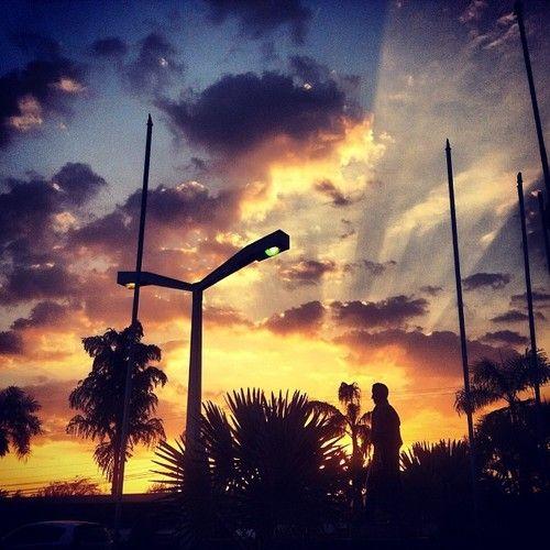 """""""La esperanza es como el sol, que arroja todas las sombras detrás de nosotros"""" Samuel Smiles #Reflexión #Reflexiones #Photo #Foto #Atardecer"""
