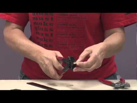 Glass Mosaics: How to Use Tile Nippers   http://www.favecrafts.com/Glass/Tile-Nipper-Tutorial-from-Delphi-Glass/ct/1#