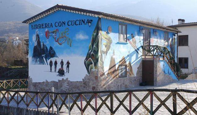 Ai piedi del Matese, a San Massimo, si trova la birreria Ciapin, un locale accogliente dall'atmosfera tipica delle baite di montagna.