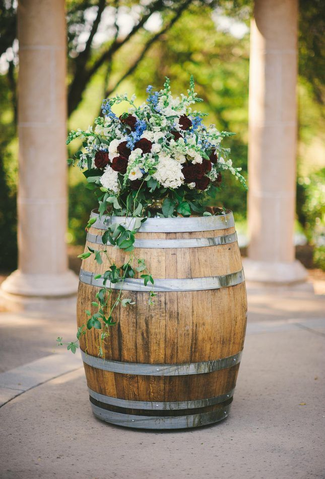 Save this wedding inspo for great ideas on an Americana wedding.