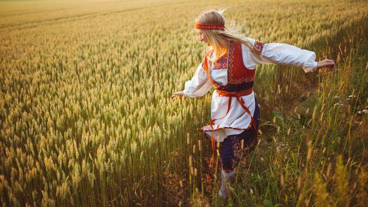 #inspiration #summer #tradition Antti Sihlman photography. Tuuterin kansallispuku Pukkilassa