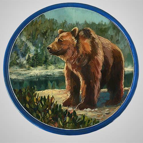 """Декоративная тарелка на стену """"Хозяин тайги""""🐻 - это уникальная работа мастера. Использовались гуашь и лак. Основа - тарелка из кедра. А вот несколько интересных фактов о бурых медведях: 1. Английское слово """"bear"""" означает на древнем наречии светло-коричневый. 2. Медведи могут ходить на задних лапах и при ходьбе опираются на стопу полностью, таким же образом ходит только человек. 3. Может услышать жужжание пчел🐝 за 5 км., а унюхать запах меда за 8 или 9 км. 4. На коротких дистанциях может…"""