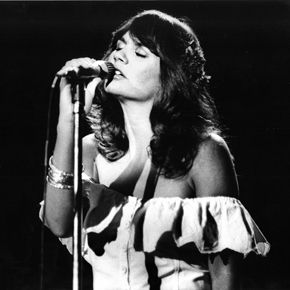 Different Drum: The Power of Linda Ronstadt's Voice. On Saturday, we learned that Linda Ronstadt, who is sixty-seven, has Parkinson's disease, and that one effect of this is that she can no longer sing. It's incredibly sad news.  This seems as good a time as any to reflect on Ronstadt's greatness, which might cheer us up a little.