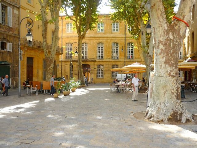 Hôtel Boyer de Fonscolombes and Place Des Martyrs de la Résistance, Aix-en-Provence © French Moments