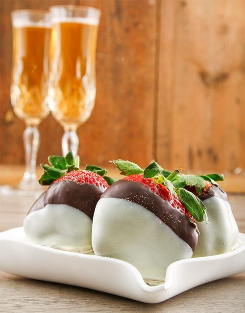 Buy Dark and White Chocolate Dipped Strawberry Melody Online - NetGifts