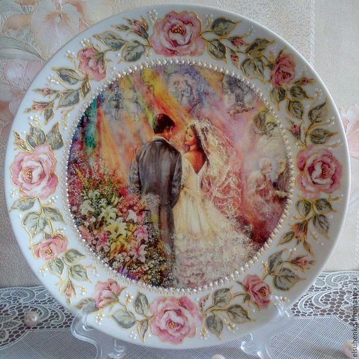 Купить или заказать Тарелка 'Свадьба'-2 в интернет-магазине на Ярмарке Мастеров. Тарелка декоративная, выполнена в технике декупаж с росписью контурами. Тарелка сделана специально на заказ и будет подарена дочерью на Серебряную свадьбу родителей.