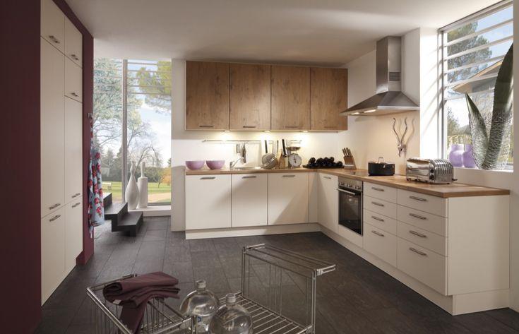 Kuchyně Cindy Písková hedvábný mat a Cora divoký dub  #kuchyne #modernikuchyne #bilekuchyne #modernibydleni #gorenje #kitchen