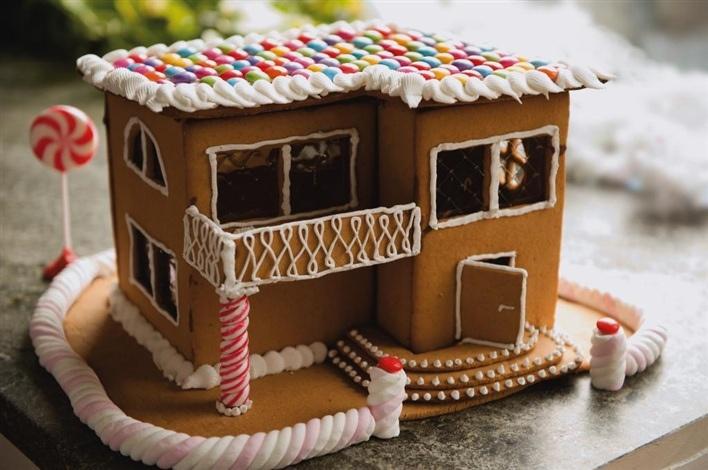 a modern gingerbread house