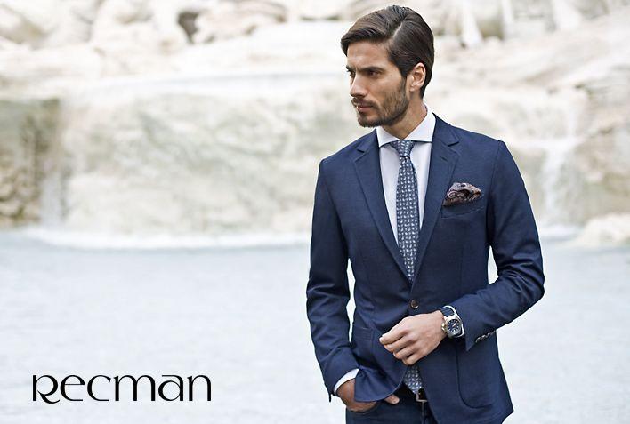 Odpowiednio dobrany i zawiązany nie tylko zdobi, ale nadaje mężczyźnie szykownego wyglądu. Krawaty Recman są szyte ręcznie, z najwyżej jakości tkanin oraz z dbałością o każdy detal. Pełna oferta dostępna w salonach Recman.