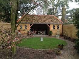 Afbeeldingsresultaat voor tuinhuis met puntdak en overkapping