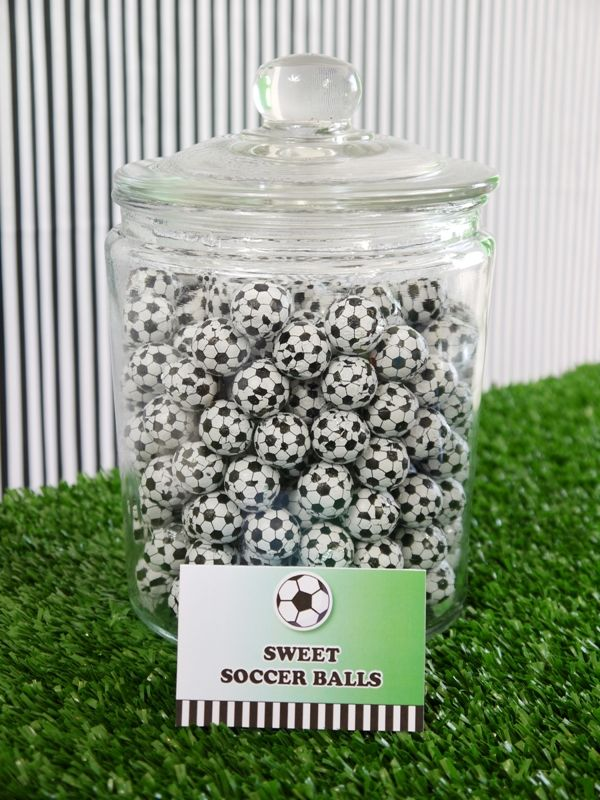 Soccer / Football Party ideas with DIY details and printables! - Birdsparty.com