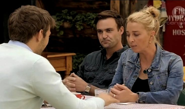 """Offspring season 5 ep. 1 - Lawrence: """"I feel a certain level of attraction towards Billie."""" Patrick: """"Not expecting that. Did not pick that."""" Nina: """"My sister?"""""""