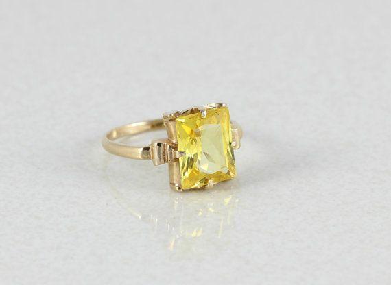 10k Yellow Gold Yellow Topaz Ring Size 6 3/4 by HelenasJewelry