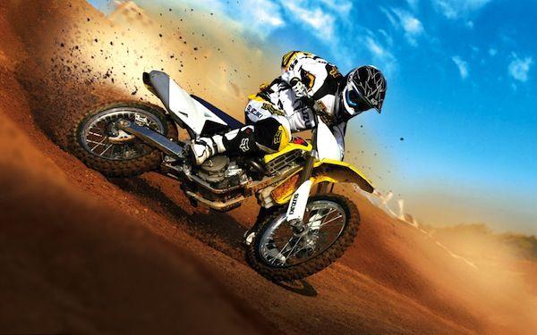 Motocross: Su habilidad consiste en desenvolverse sobre una motocicleta en un ambiente hostil y realizar circuitos imposibles e impresionantes acrobacias.