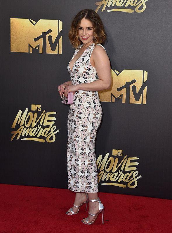 La protagonista de Juego de Tronos no se perdió la gala. Emilia Clarke escogió un vestido de Miu Miu con un estampado muy peculiar.