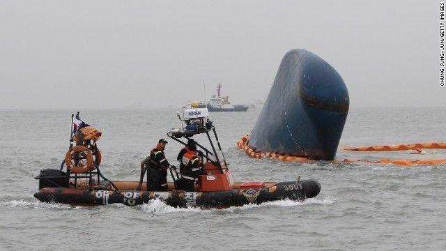 わずかに海面上に突き出ていた「セウォル号」は18日に海面下に沈んだ  ▼23Apr2014CNN|「船と運命を共に」は過去の話? 問われる船長の行動 http://www.cnn.co.jp/world/35046980.html #Sewol