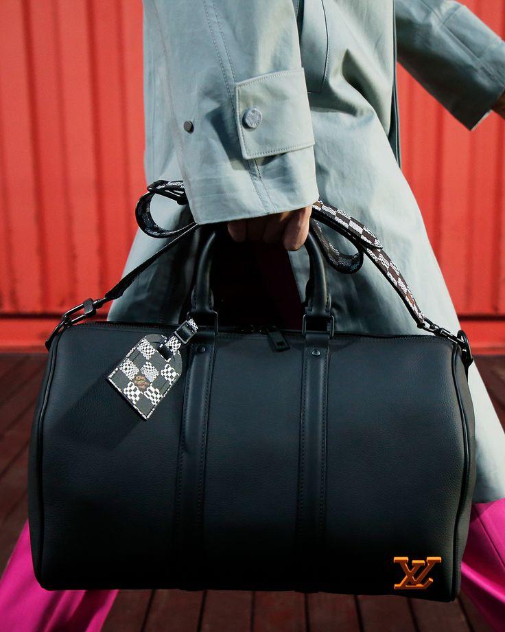 Daily Fashion, Fashion Show, Mens Fashion, Virgil Abloh Louis Vuitton, Louis Vuitton Collection, Handbags For Men, Louis Vuitton Accessories, Men's Collection, Black Men
