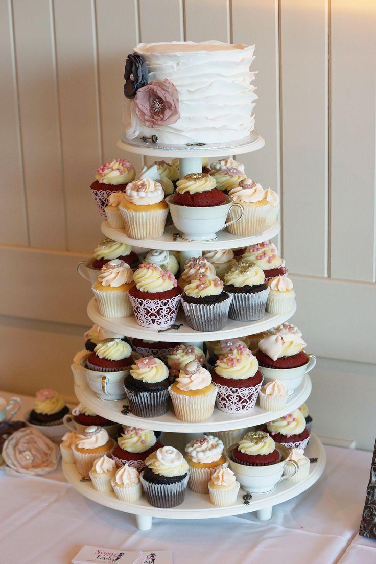Tour à cupcakes et gâteau  vintage