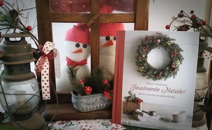 """""""Cara Sabine, ci ha impiegato 6 giorni dalla spedizione e.. probabilmente è arrivato con un piccione viaggiatore col cappello da Elfo!   ma è QUI. Grazie per la dedica, mi sono commossa io... figuriamoci mia mamma!"""" (messaggio di Monica, che mi ha chiesto una dedica per il libro da regalare alla sua mamma. Perciò: acqua in bocca! Avete tutti la consegna del silenzio... almeno fino alla notte di Natale!) #finalmentenatale"""