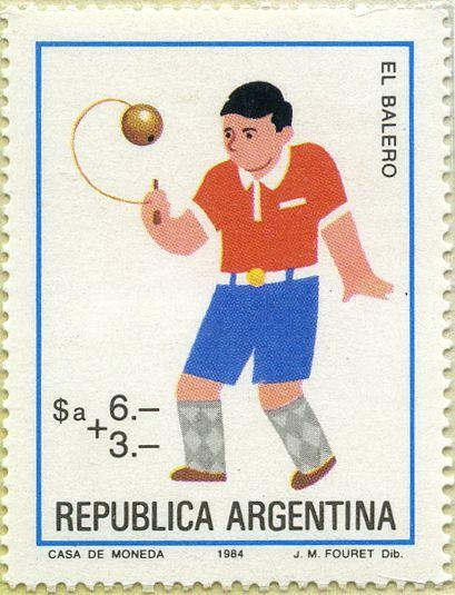 """Filatelia Argentina 1982 Juegos de niños El Balero 18/06/1983 Argentina. El balero de palo y bola (""""macho"""") era exclusivamente de uso masculino mientras que el de copa y bola (""""hembra""""), femenino. Era puesto en """"penitencia"""" quién no jugara con el balero estipulado para su sexo, sin embargo, las horas de la siesta se prestaban para romper esa norma. Se juegan series de 50 tiros y gana quién obtenga mayor porcentaje de aciertos."""