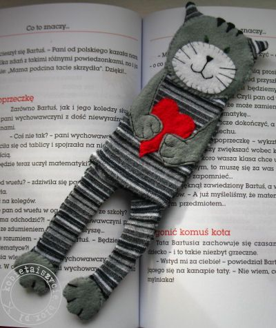 Bookmark.. Cute. The only thing I would attach this bookmark to the book cover with small bias tape piece.