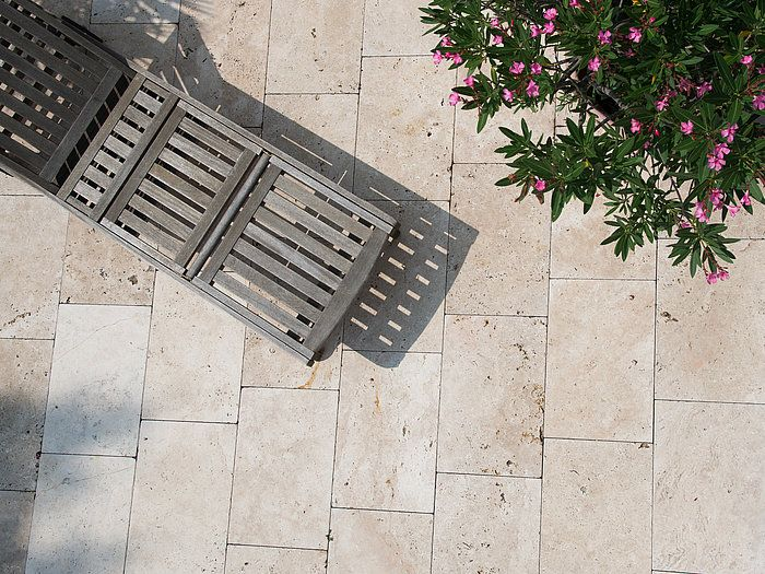 Le travertin Medium fera de votre terrasse un coin paradisiaque idéal pour profiter du soleil – stonenaturelle