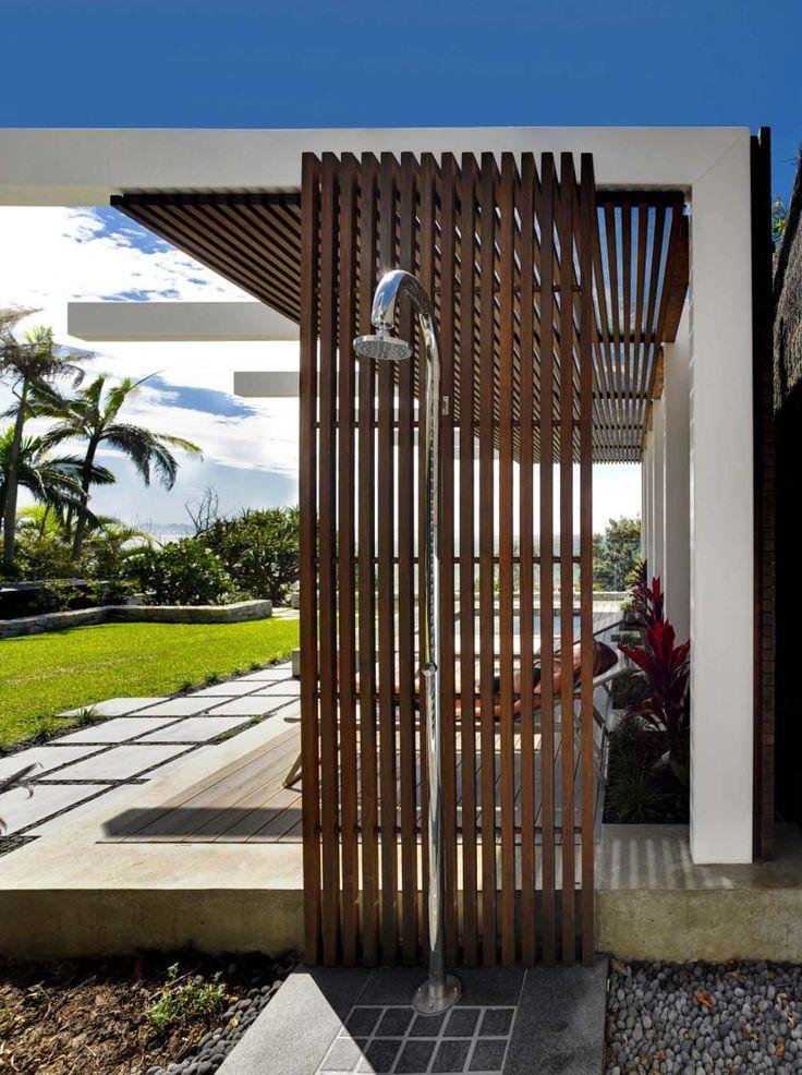 Ein faszinierendes modernes Betonhaus am Wategos Beach, Australien