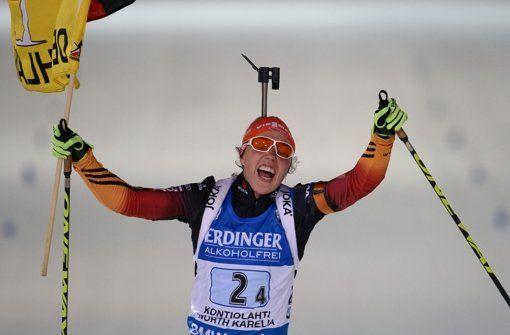 Deutschland holt Biathlon-Gold - Titel für Deutschland - Biathlon-Frauen sind Weltmeister (Von SIR/dpa 13. März 2015 - 18:37 Uhr) - Bei der Biathlon-Weltmeisterschaft in Kontiolahti hat die deutsche Frauen-Staffel am Freitagabend mit einer beeindruckenden Vorstellung den Titel gewonnen. http://www.stuttgarter-zeitung.de/inhalt.titel-fuer-deutschland-biathlon-frauen-sind-weltmeister.b365e61f-f22b-4d7f-a136-9440d8114367.html