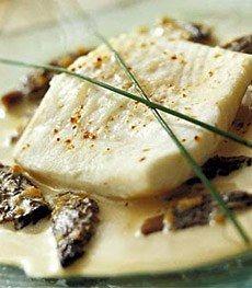 Truffe et morille - Champignons - La truffe, or noir de la gastronomie, est un réservoir de parfums, un mets d'exception plein de richesse. Musquée, terreuse, confite ou fumée, l'odeur exhalée par la truffe est un régal...
