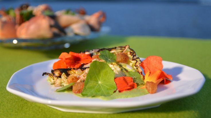 Krabbesalat med grillet kål og blomkarsepuré
