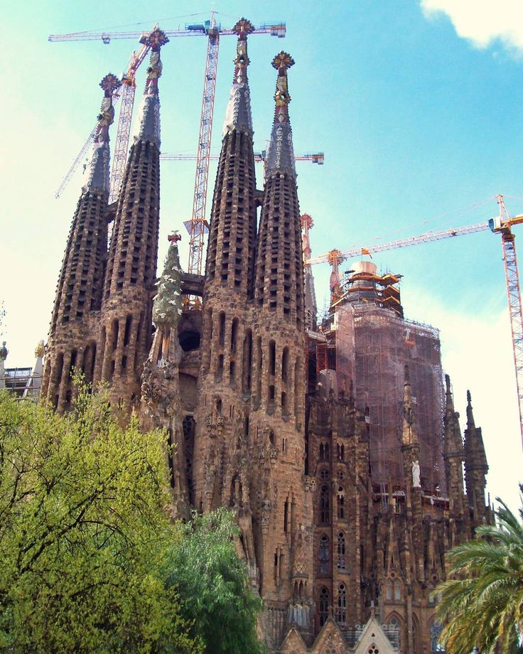 From back in 2010. Construction has been going well over a 100 years! Excited to see it's completion in less than a decade! . #travel #traveling #traveler #travelphotography #travelpics #travelphotos #photography #wanderlust #exploretheworld #travelgram #instatravel #explore #photooftheday #wanderer #tlpicks #coupleswhotravel #travelcouple #travelingcouple #landscape #scenery #spain #barcelona #urban #europe #Mediterranean #España #sagradafamilia #cathedral
