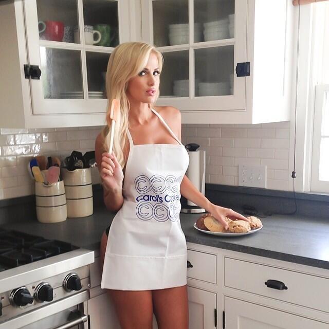 129 best leanna barlett images on pinterest beautiful for Naked in kitchen pics