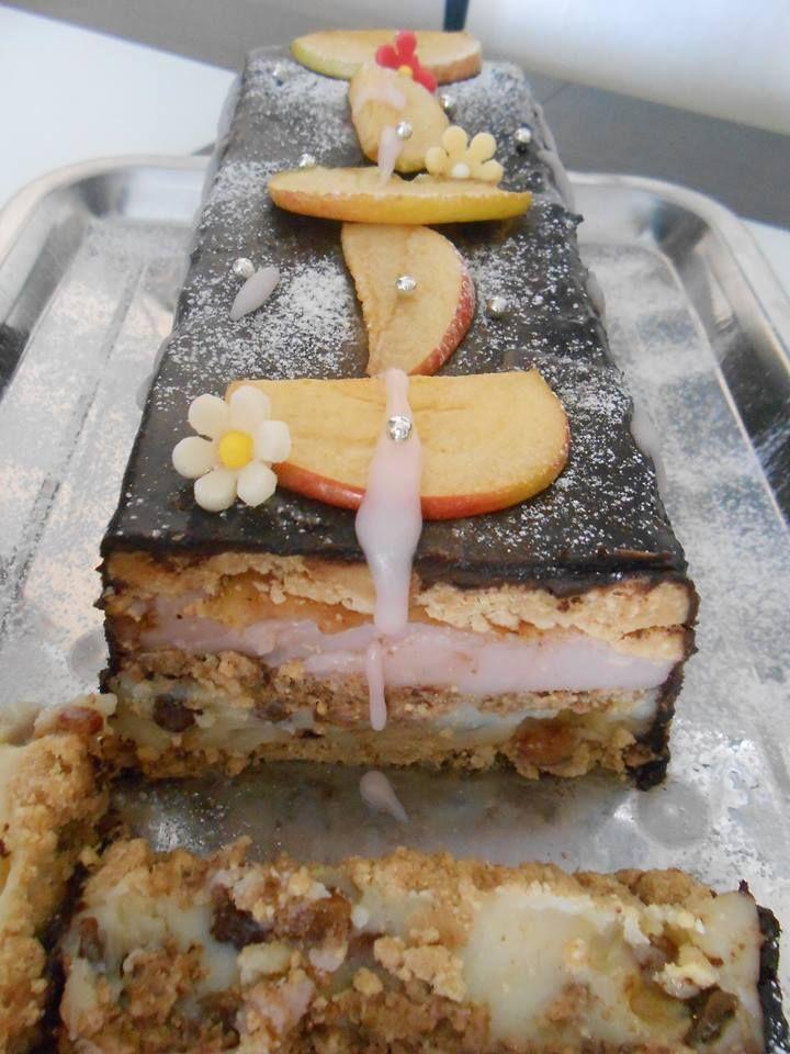 Gyönyörű krémes finomságÁgica konyhájából!Nagyon mutatós és egyszerűen elkészíthető desszert nem csak hétköznapokra! :) Hozzávalók: 1 l tej 1,5 csomag vanília pudingpor 1,5 csomag tiramisu pudingpor 5 – 5 evk. cukor 1 csomag vaní...